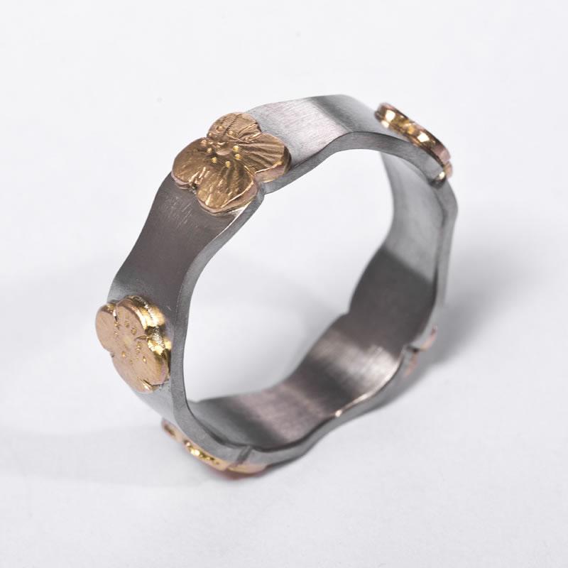 Poppy Ring in 18 carat Gold